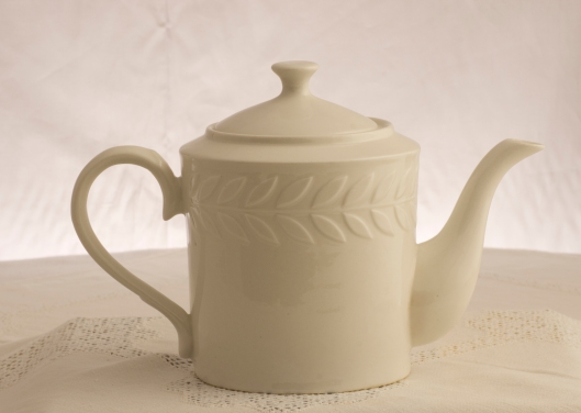 Teapot with Laurel Leaves. Photo: A;an Mirabelli